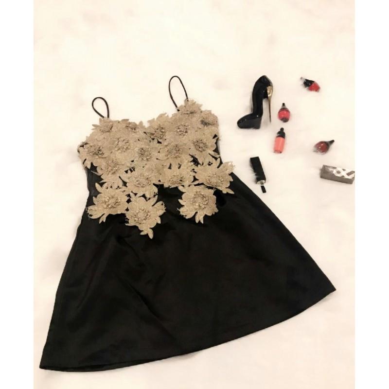 Đầm body ngắn dùng biez